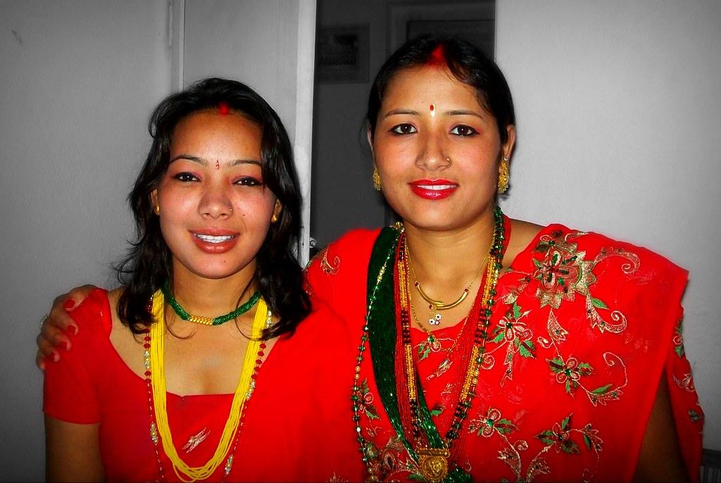 Hot Kathmandu aunties in saree