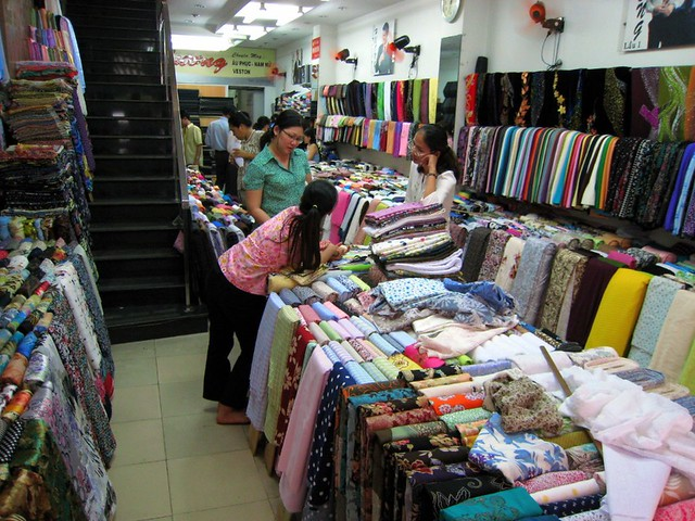 the fabric store where we bought the fabric for my ao dai flickr. Black Bedroom Furniture Sets. Home Design Ideas