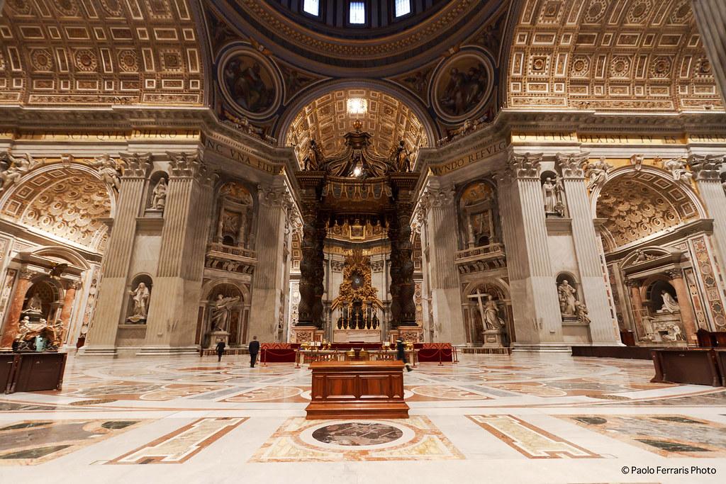 San pietro interno della cattedrale san pietro interno for Interno help