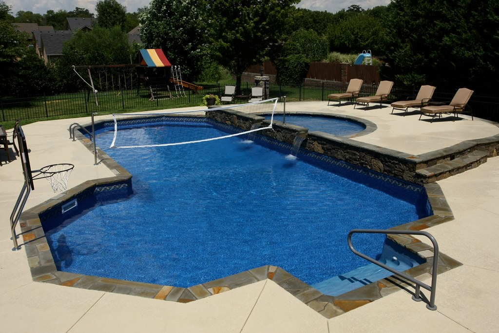 Vinyl sports pool with tanning ledge swim world pools s for Sport pools pictures