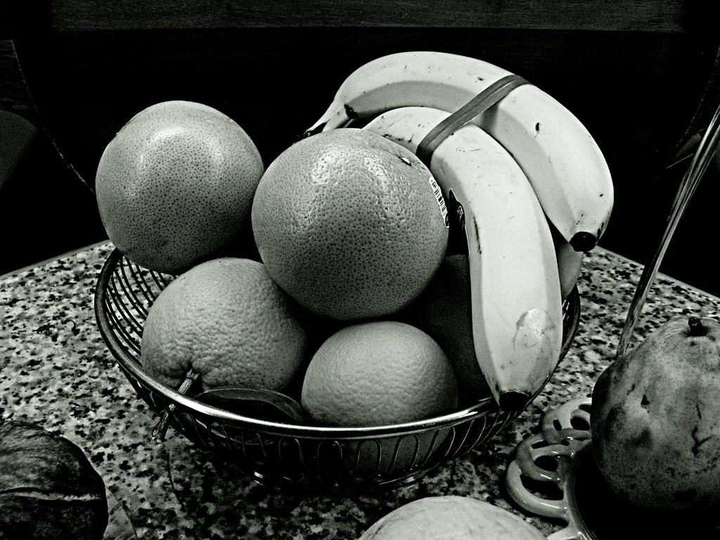 Still Life in Black and White | Flickr - Photo Sharing!: https://www.flickr.com/photos/9874810@N02/3337563450