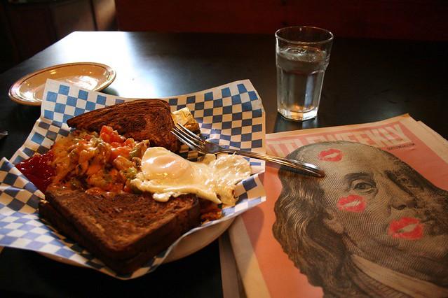 Mid-morning chow @ Linda's Tavern (Seattle, WA)