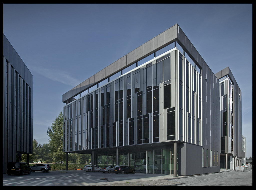 Design of modern office building office design modern for Modern office building design concepts exterior