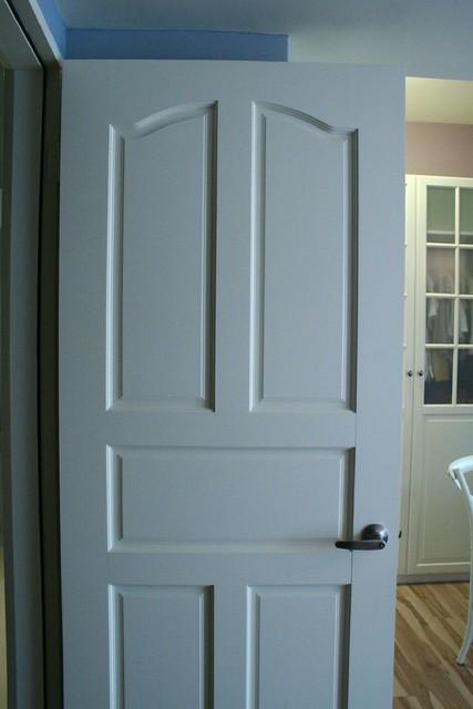 室內門片建商交的時候都是深色的,噴漆成白色