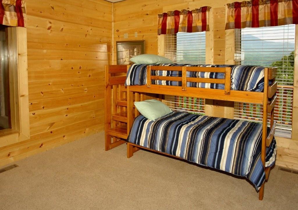 Bunk Beds In Kids Room In This Large Gatlinburg Cabin Ren