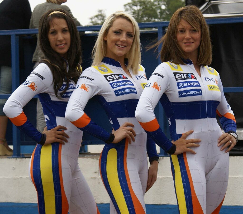 Pit girls | What can you say! Donnington | Chris Brudenell | Flickr: www.flickr.com/photos/chrisbrudenell78/1367426648