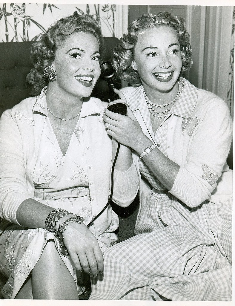 Audrey And Jane Meadows What Beauties They Are -9496