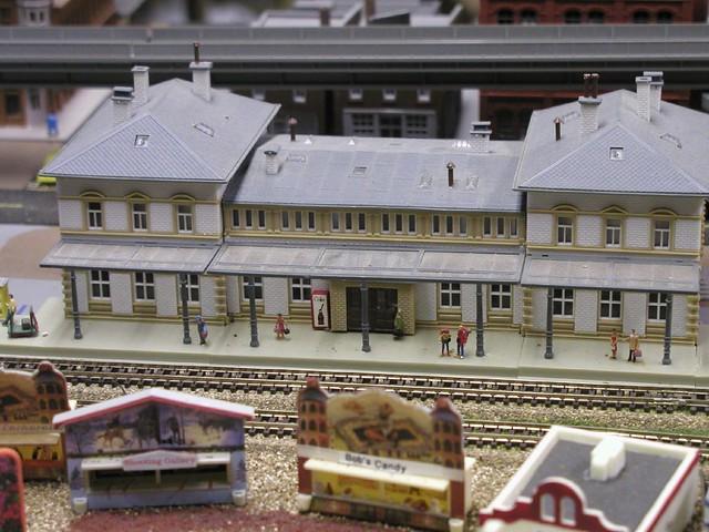 N scale model train stations