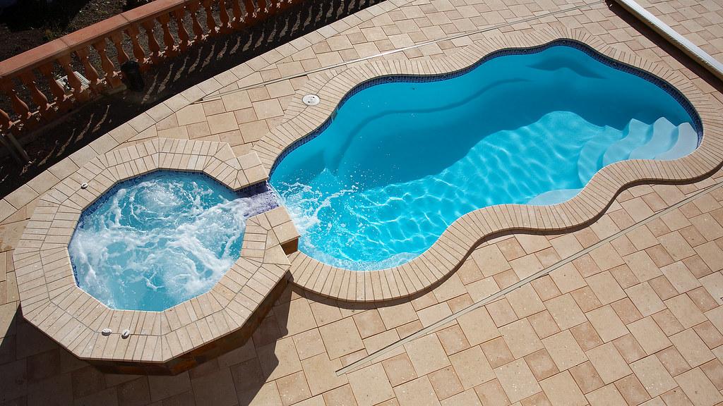 Viking pools bermuda 30b w tahoe spillover classic po for Walk in inground pool