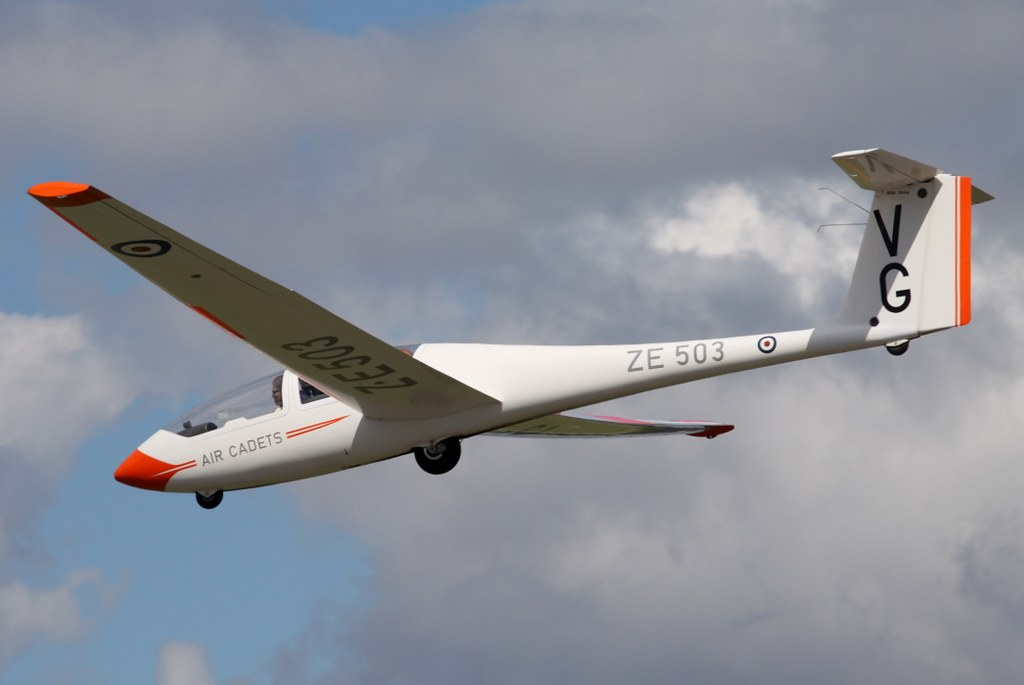 What Is The Air Force >> Royal Air Force Viking T1 ZE503 'VG' | On finals to land ...