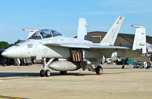 F/A-18F   VFA-106   AD-227