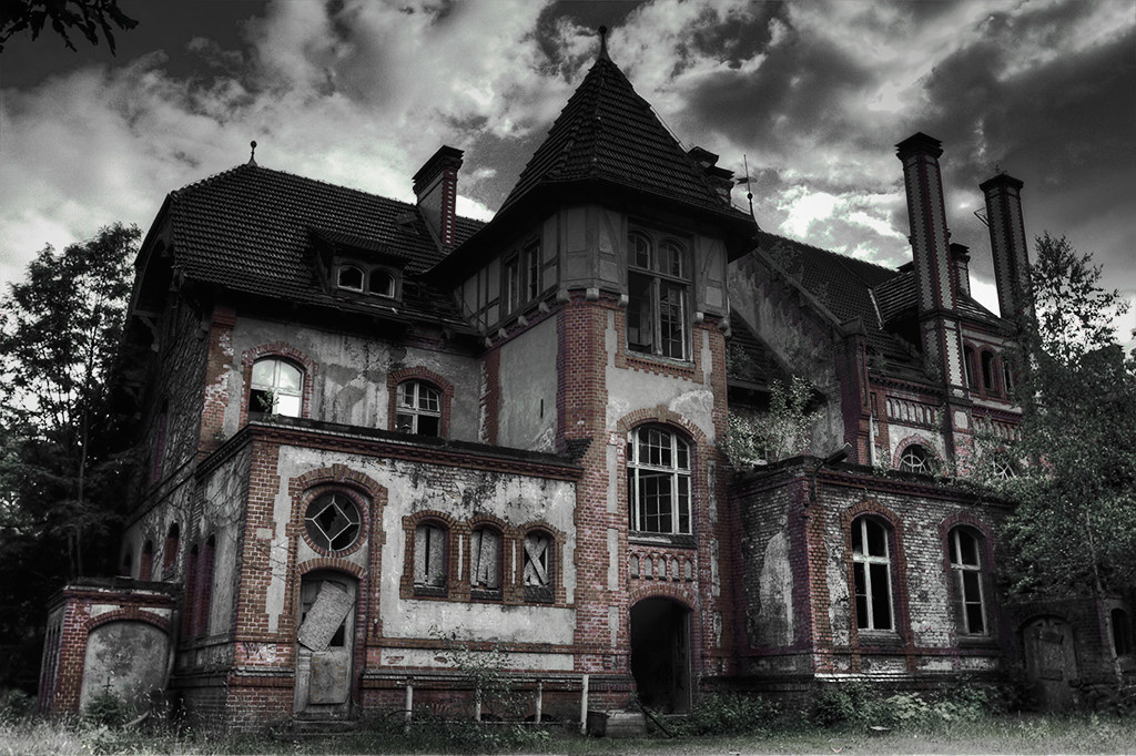 Haunted house a very old main building in beelitz heilst t flickr for Classic haunted house movies