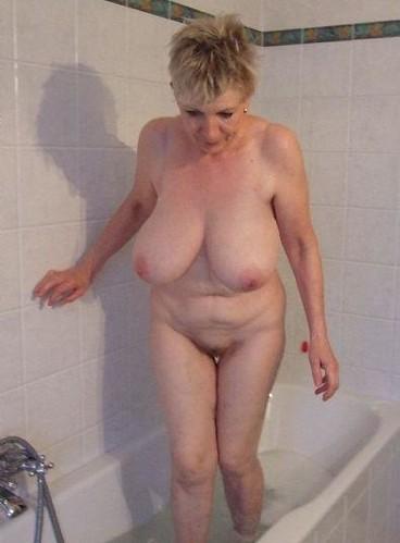Фото голых бабушки большой груди 33838 фотография