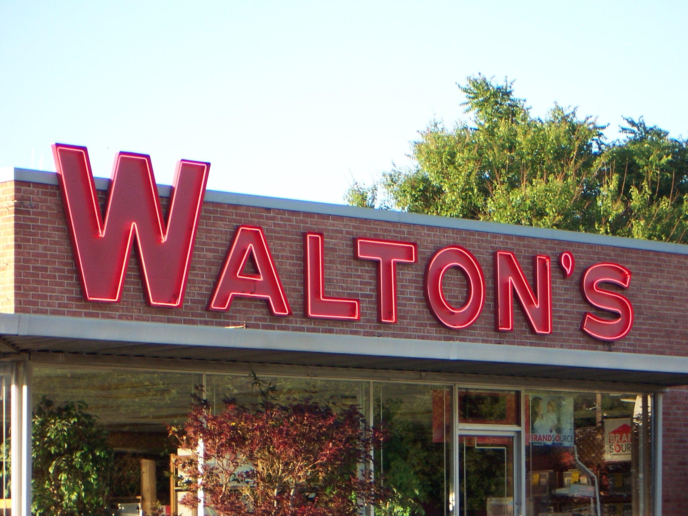 Walton's Appliance and Electronics - 300 West College Avenue, Jacksonville, Illinois U.S.A. - June 8, 2007