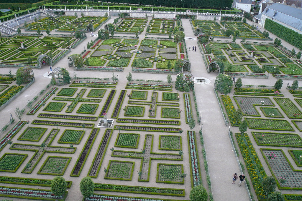 Villandry4 these gardens are the potager or vegetable for Large vegetable garden design plans