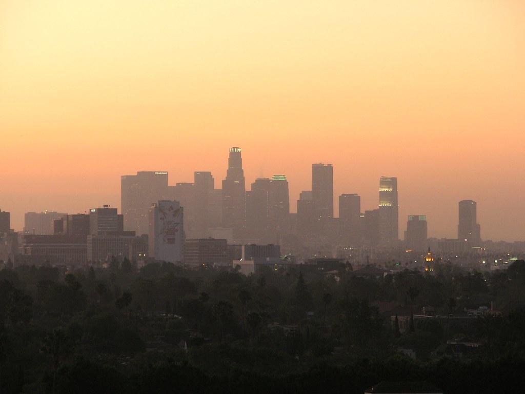 Los Angeles Skyline Sunrise | A somewhat foggy sunrise due ...
