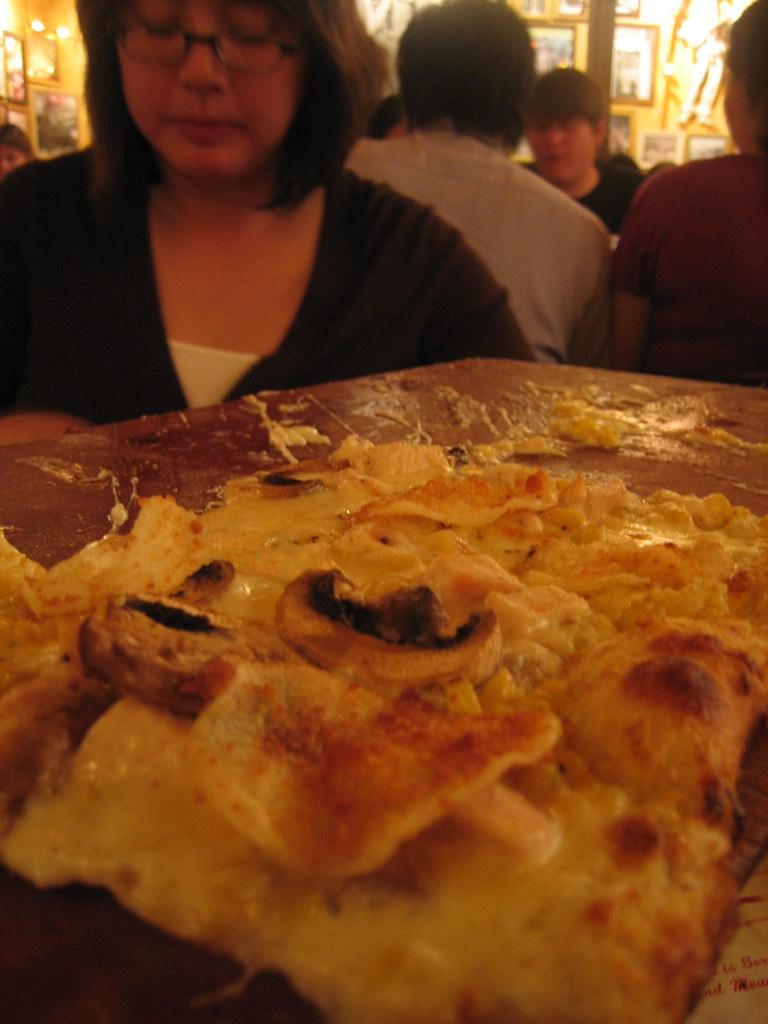 Buca di beppos appetizer alfredo pizza chicken for Ada s fish fry