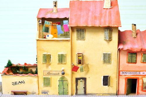 Provence kleine Welten Impressionen typische Häuser Santon Santons Biertrinker Restaurant Bar Bistro Bistrot Figuren Personal Auto Modellauto Citroen Balkon Blumen Tee Lavendel Lavendeltee Lavendelhonig Südfrankreich Urlaub Reise Basteln Bastelwastel Monsieur Bricolage Foto Brigitte Stolle 2016