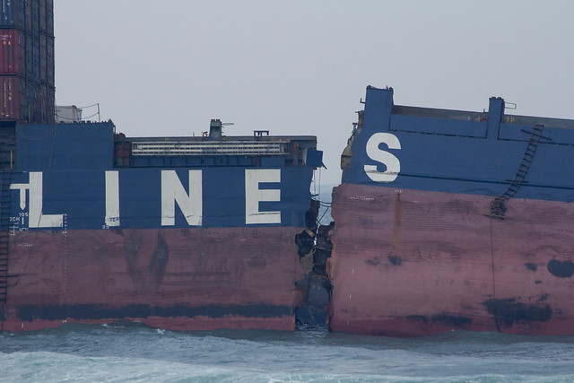 船舶裂縫位置在第3貨艙處。攝影:周昭蕊。