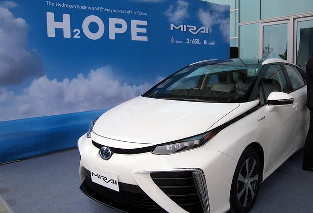 Toyota「未來」(Mirai)氫能車,在氫能城市論壇上展示。攝影:李育琴