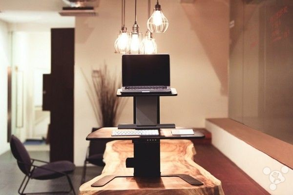 Standing-Office experience: Aspirus intelligent stand-up desk