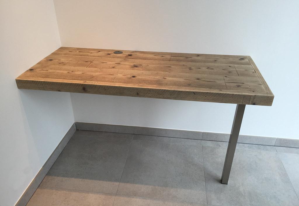 Bureau 39 floating desk 39 steigerhout te koop bij w00tdes for Steigerhout bureau