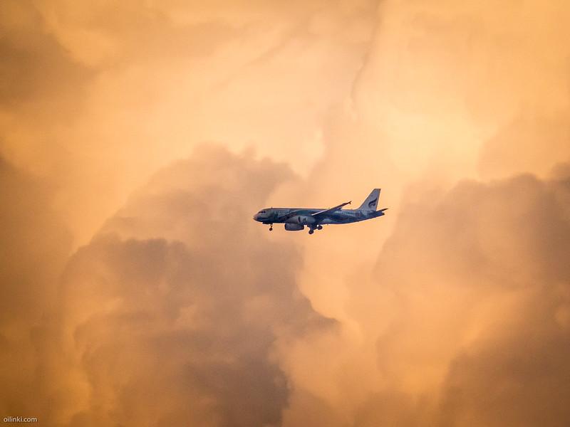 Bangkok Airways from Bangkok preparing to land to Phuket Airport