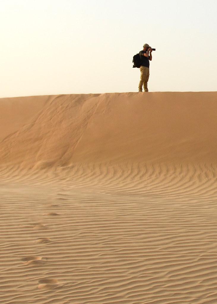 Fotografiando el desierto en lo alto de las dunas de Abu Dhabi