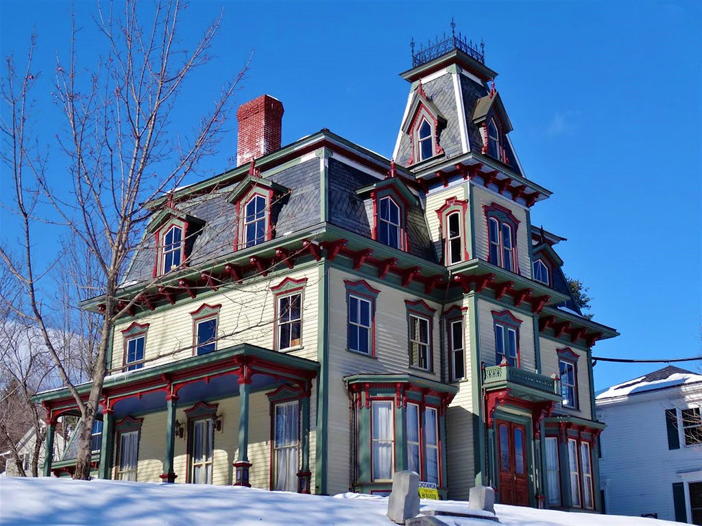 Cresting around the mansard-roofed tower of the Joseph R. Bodwell House, Hallowell, Maine. Built 1865. Image credit Taoab.