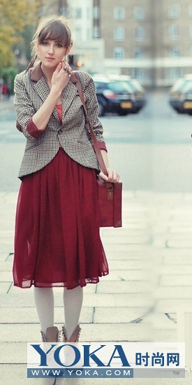 Elegant pleated skirts in the winter to help you make all kinds of style