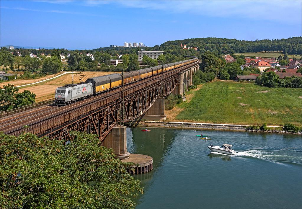 185 539 tx logistik 185 539 attraversa il ponte sul danubi flickr. Black Bedroom Furniture Sets. Home Design Ideas
