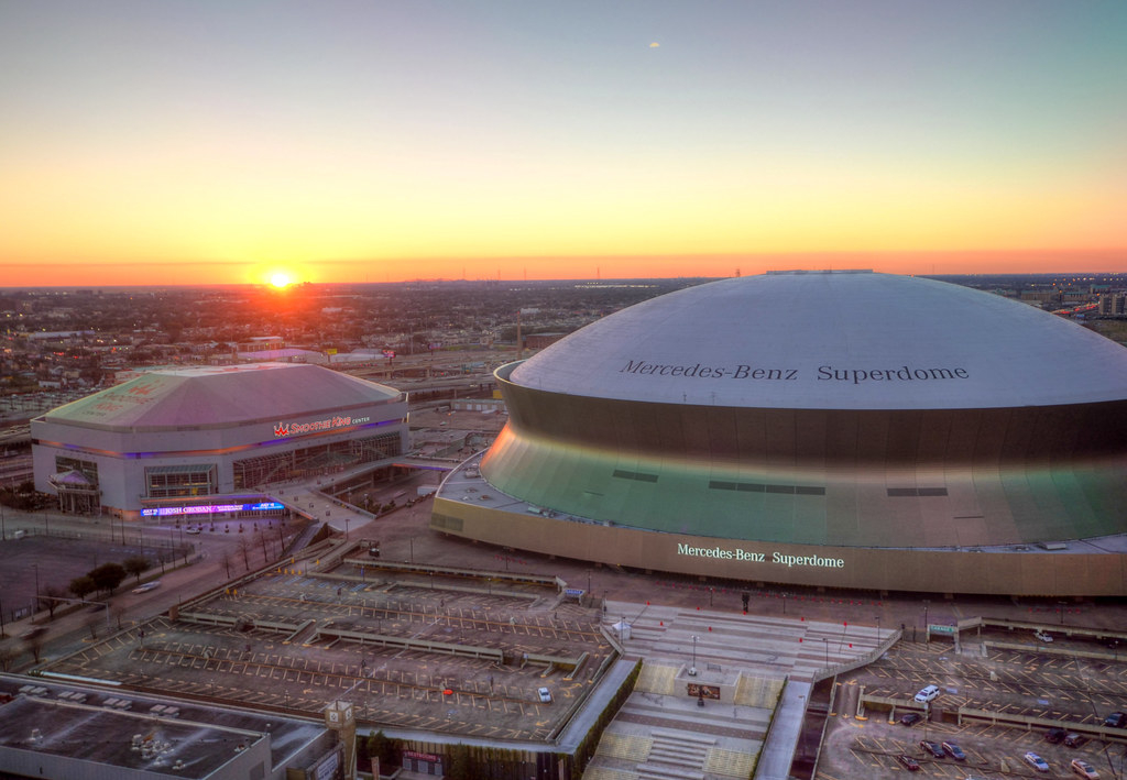 The Mercedes Benz Superdome And The Smoothie King Center Flickr