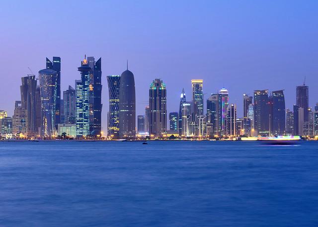 Skyline de Doha y los rascacielos de La Perla de Qatar