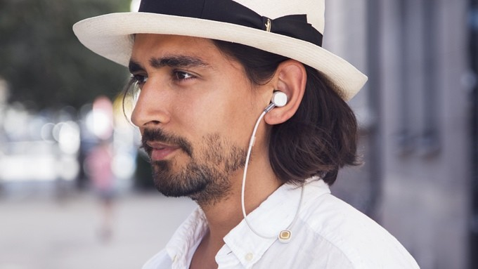 18K wireless headphones, no electricity when it is a wired headset
