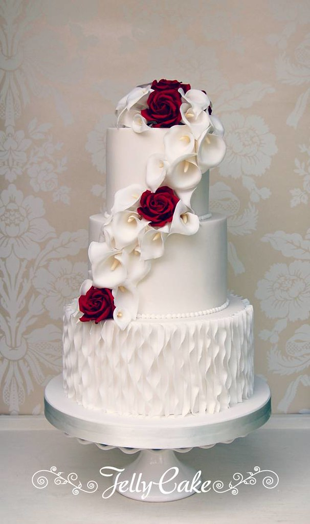 wedding cake with lace and roses calla and wedding cake a pretty cascade of 26912