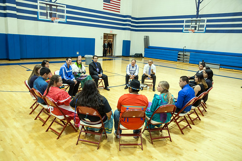 Choctaw Youth visiting with President Obama