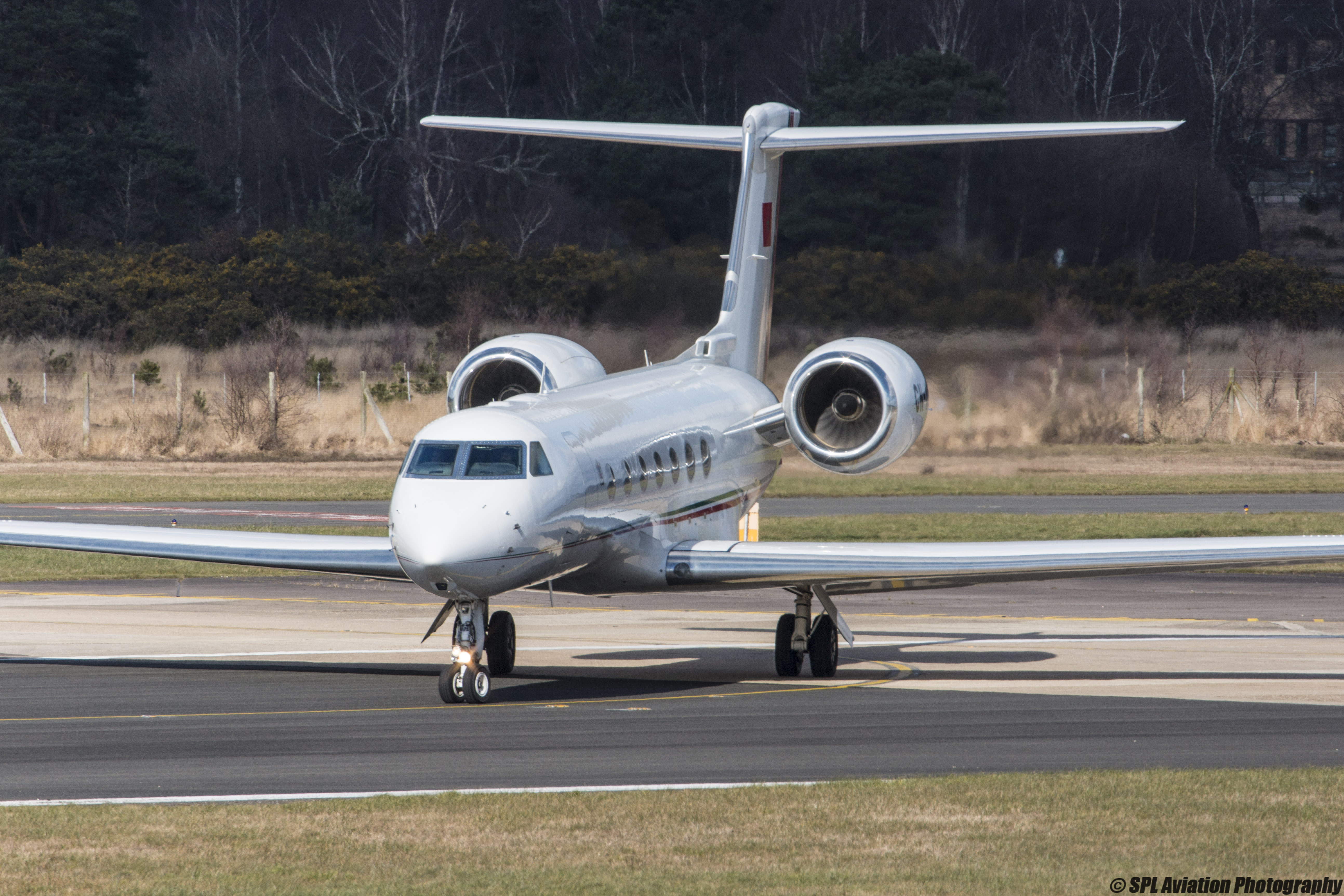 FRA: Avions VIP, Liaison & ECM - Page 12 25645901885_62141fb6d0_o