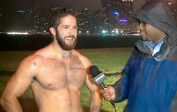 Este hombre recibió 900 solicitudes de chicas en Facebook en una noche; ¡Mira cómo lo hizo!