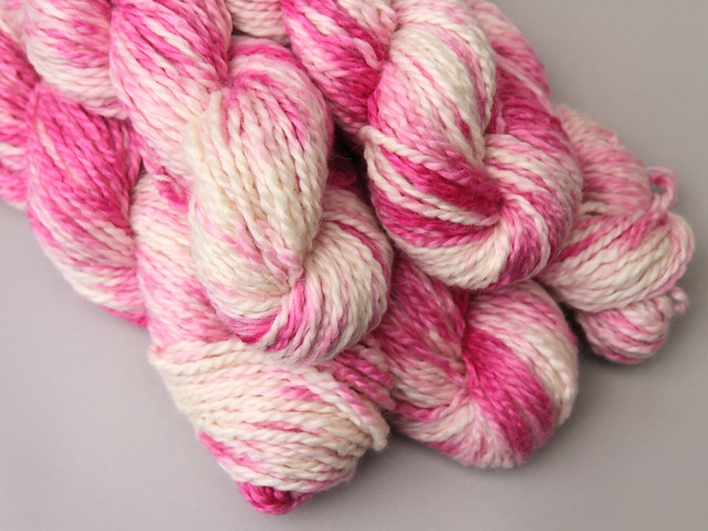 Marshmallow Cloud Baby Alpaca Chunky hand-dyed yarn 'Raspberry Ripple'