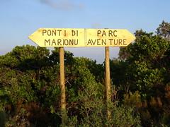 Bocca di Sadica : panneau de descente vers le Parc Aventure par PR5 et piste vers pont de Marionu