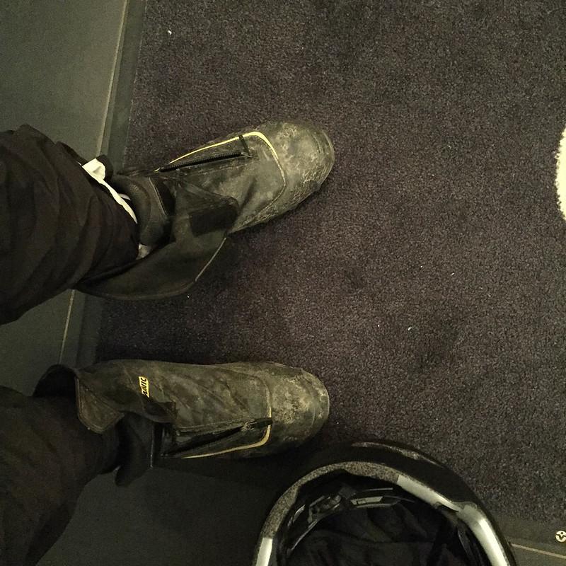 Kengät likaisena