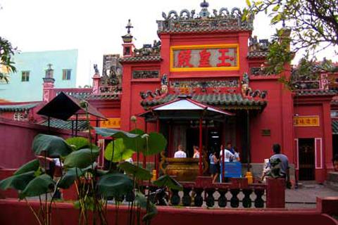 Kể chuyện cầu con linh nghiệm ở chùa Ngọc Hoàng