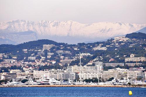 Cannes: Meer, Alter Hafen, Schiffe, Yachten ... Interessante Fotomotive vor noch schneebedeckten Bergen unter einem blauen März-Himmel. Foto Brigitte Stolle 2016