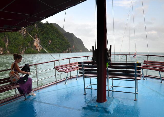 Nuestro barco por la bahía de Phang Nga en Tailandia