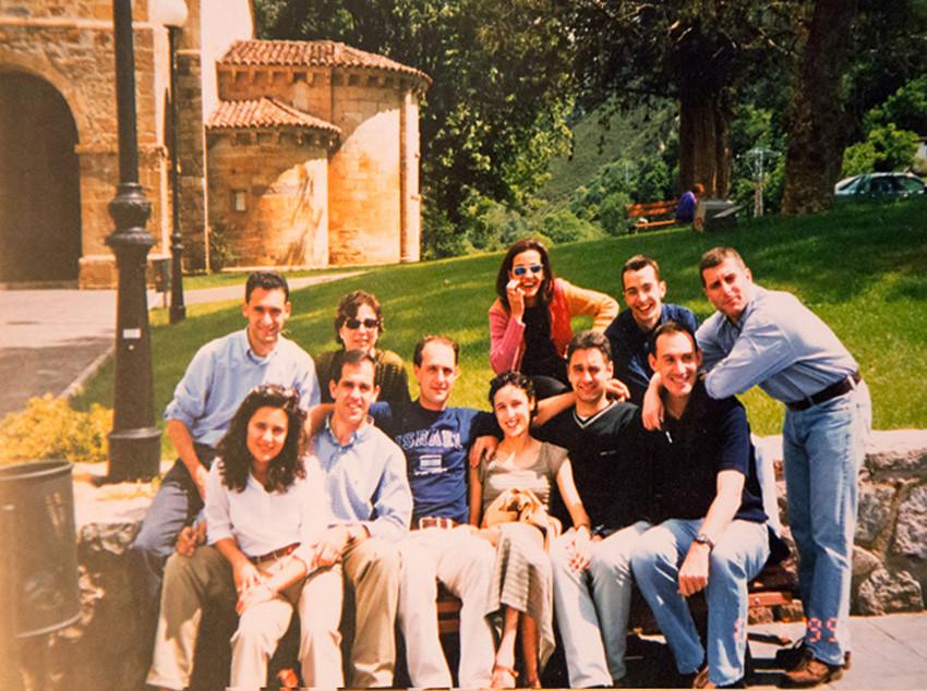 Con sus amigos de Oviedo. Foto 105.