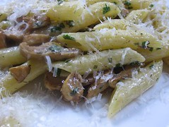 Penne with leeks and mushrooms