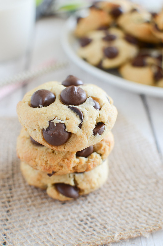 Paleo Chocolate Chip Cookies - paleo and gluten free cookies filled with chocolate chips! Easy and delicious, the perfect paleo treat!