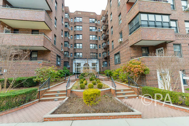 2BR/2BTH CO-OP FOREST HILLS