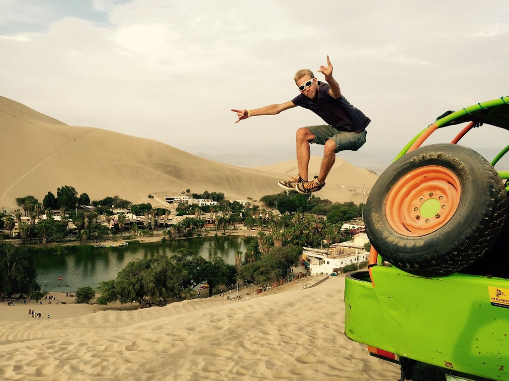 David Leuliette Sandboard & buggy session – Hucachina Peru