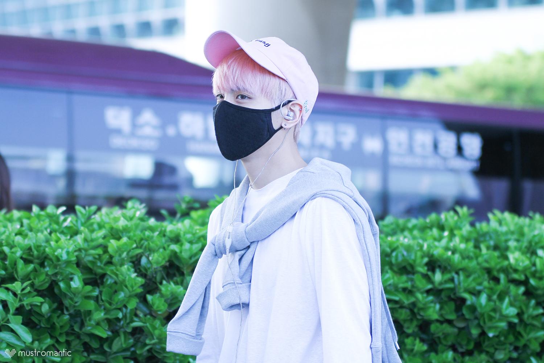 160425 Jonghyun @ Aeropuerto de Incheon {Llegada a Corea} 26638699695_7e8753c14f_o